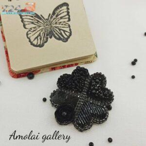 گل سینه شبدر سیاه