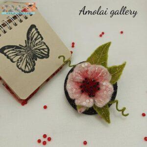 گل سینه شکوفه ی پشمی